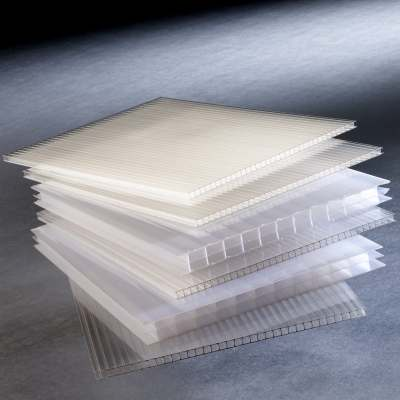 Structure sheets in polycarbonate/polypropylene